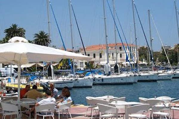 Lavrion---a-drink-on-the-waterfront